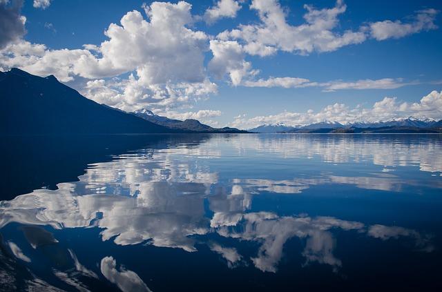 lago de agua limpia
